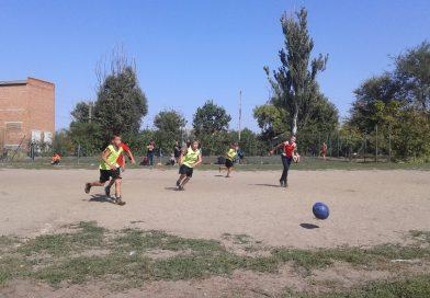 9 вересня в смт. Комишуваха  з нагоди Дня фізичної культури та спорту в Україні проходили змагання з міні-футболу.