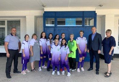 Футбольна команда Новотавричеської гімназії отримала нову форму
