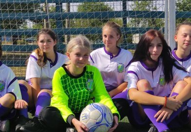 Команда дівчат Новотавричеської гімназії прийняла участь у змаганні з міні-футболу